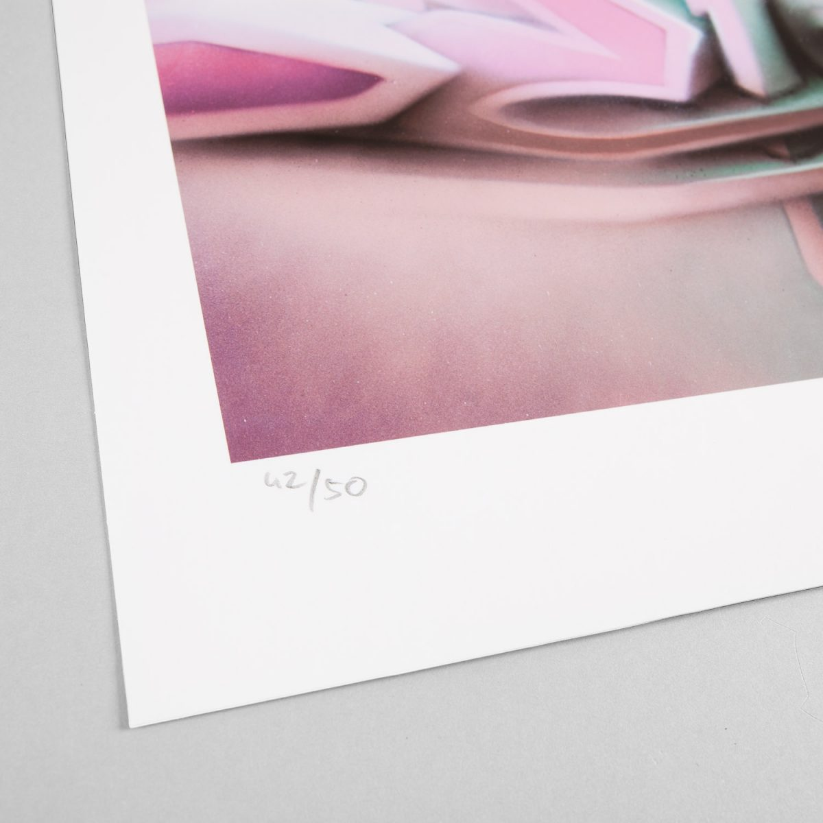 DAIM | ''DEIM $? Dusty Pink'' | Giclée FineArt Print on 290 gsm Moab Rag Natural Paper | 53,34 x 35,56 cm / 21 x 14 inch | 2019 | Edition of 50 + 5 AP + 3 PP, handsigned, numbered and with Certificate of Authenticity of 1xRUN | © DAIM | Courtesy: 1xRUN