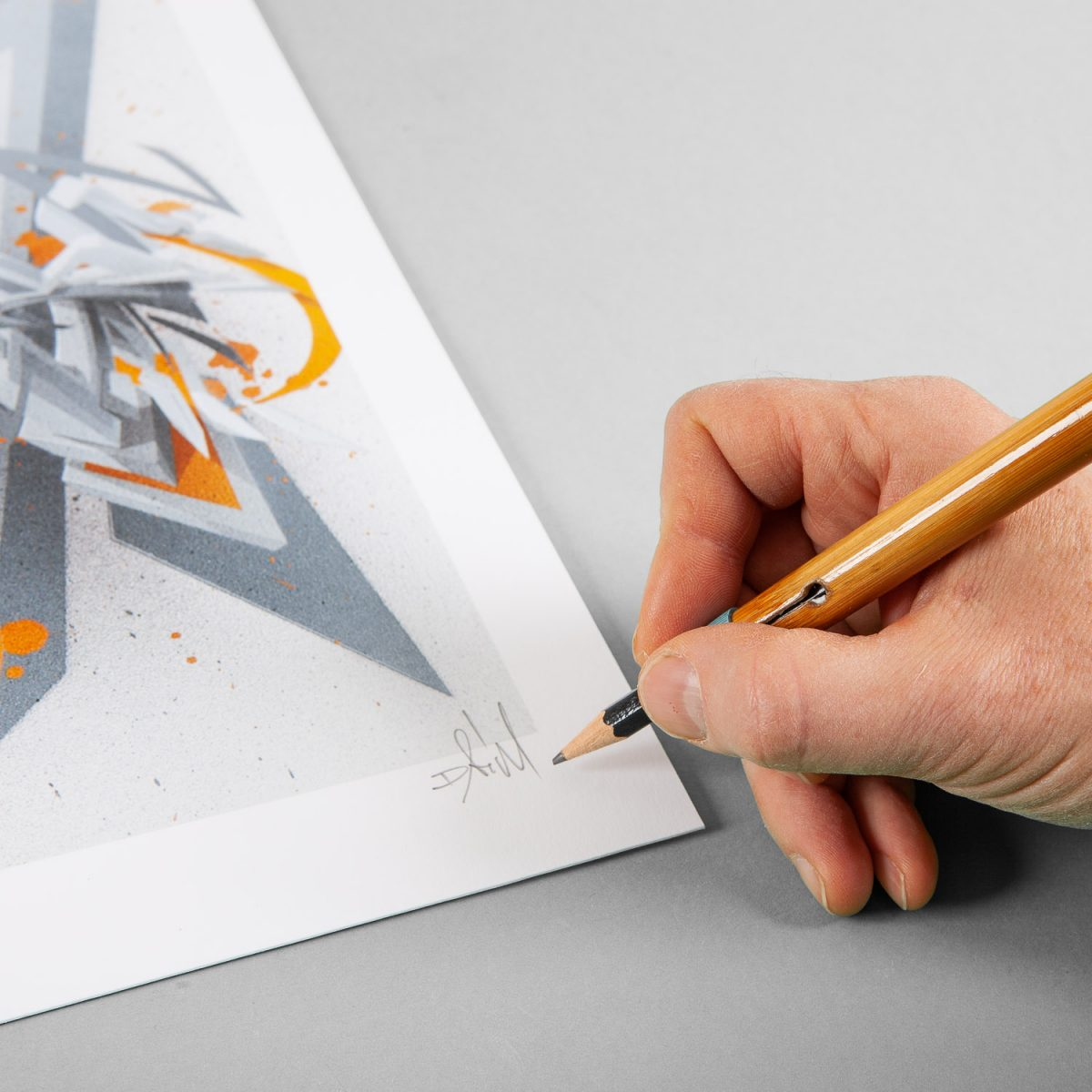 DAIM | ''DAIMaround -  Dynamic splash with orange'' | Giclée FineArt Print on 290 gsm Moab Rag Natural Paper | 40,64 x 30,48 cm / 16 x 12 inch | 2019 | Edition of 50 + 5 AP + 3 PP, handsigned, numbered and with Certificate of Authenticity of 1xRUN | © D